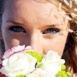 結婚式で人気な花嫁の髪型♪ダウンスタイルやアップと編み込みまとめ